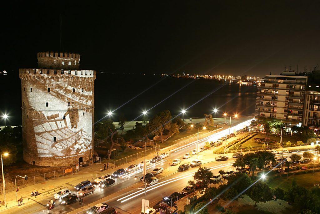 Biała Wieża w Salonikach nocą