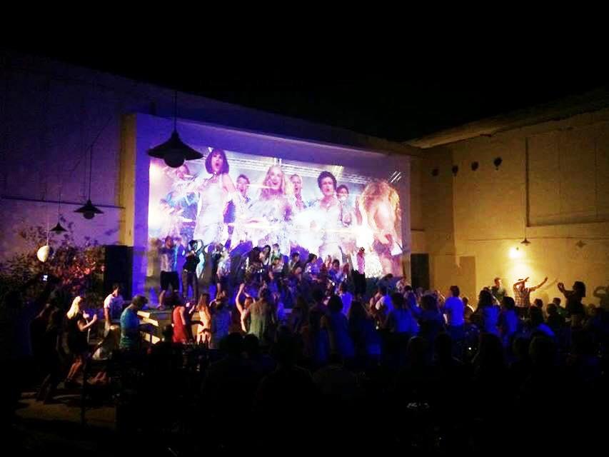 Projekcja filmu Mamma Mia na Skiathos