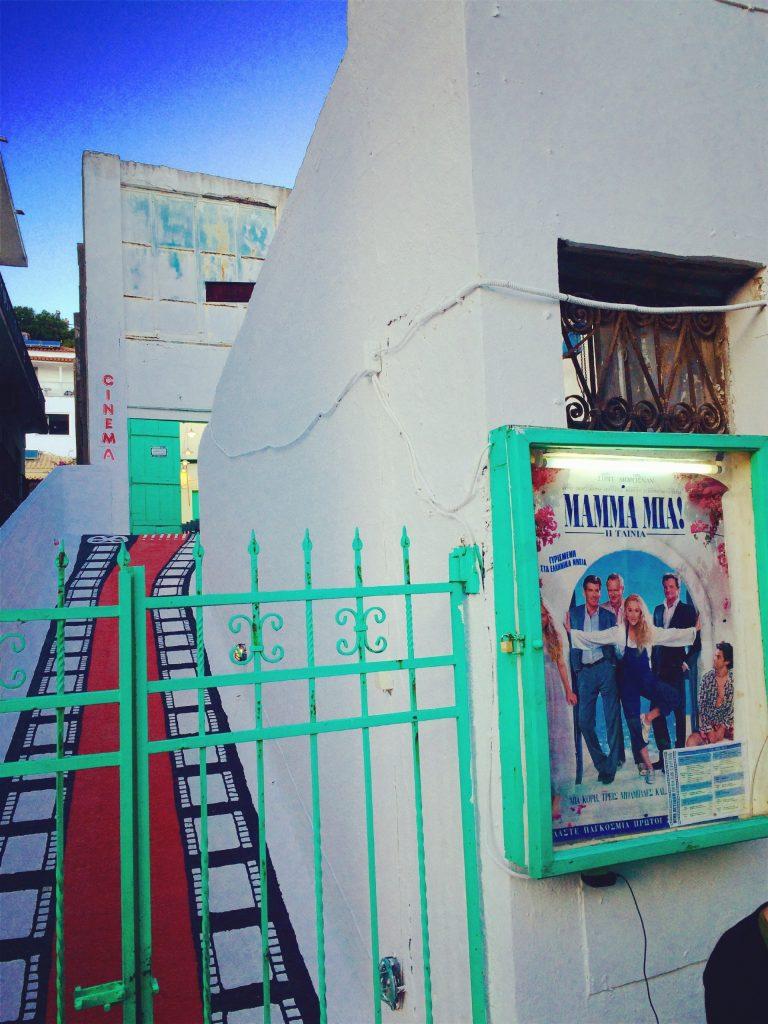 Plakat filmowy przed wejściem do kina, Skiathos