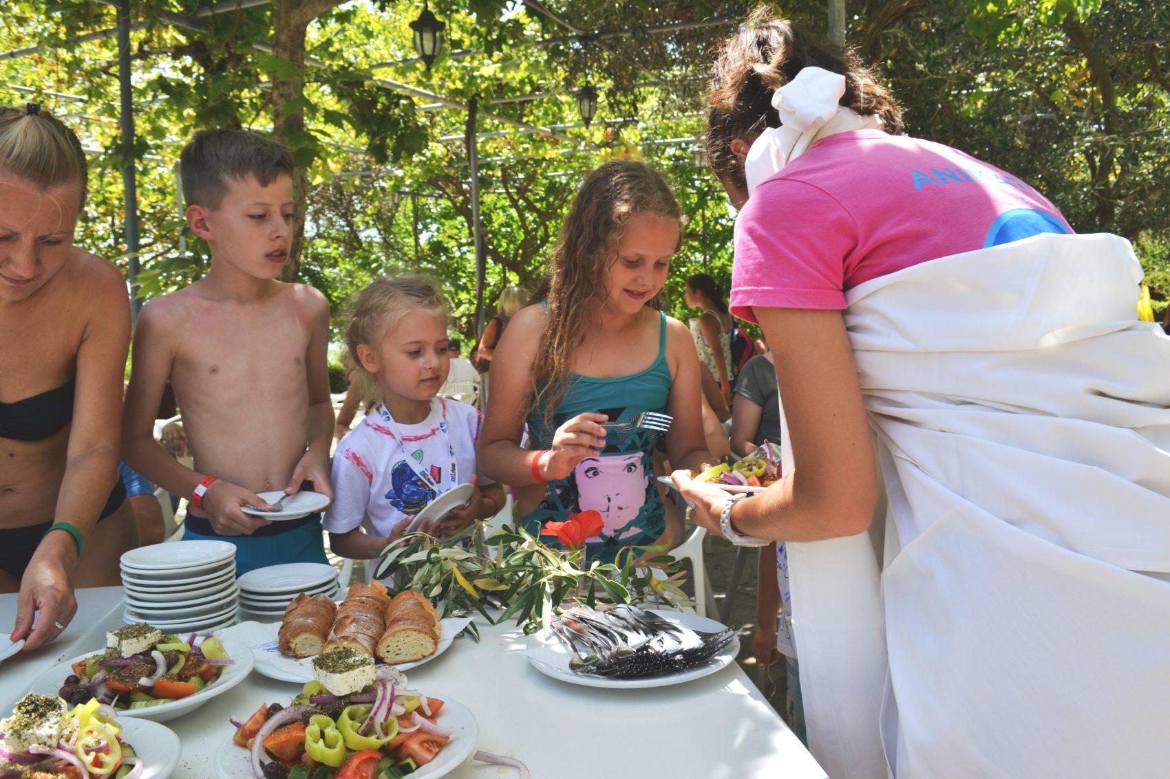 Sałatka grecka i dzieci