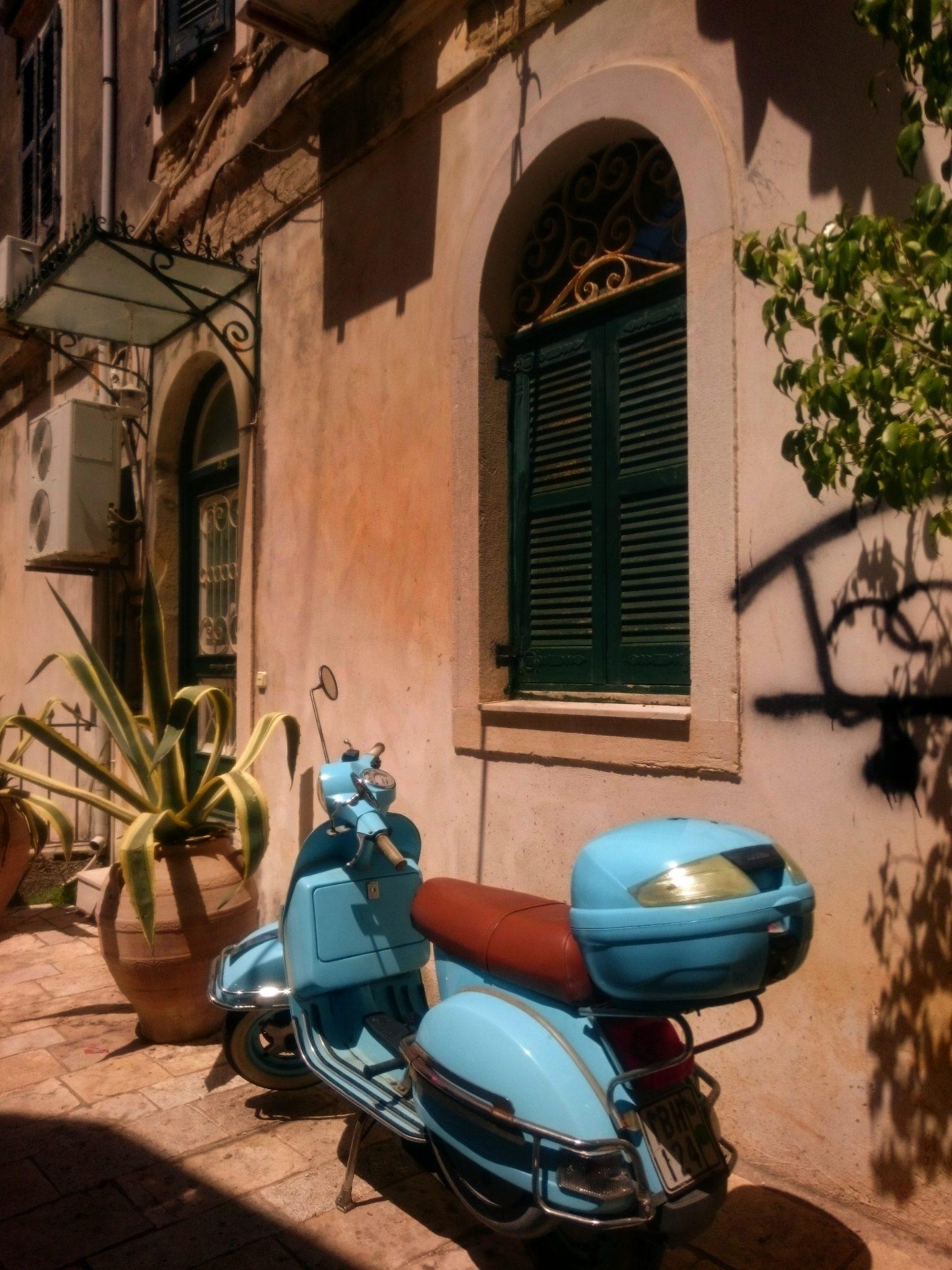 Skuter na Korfu