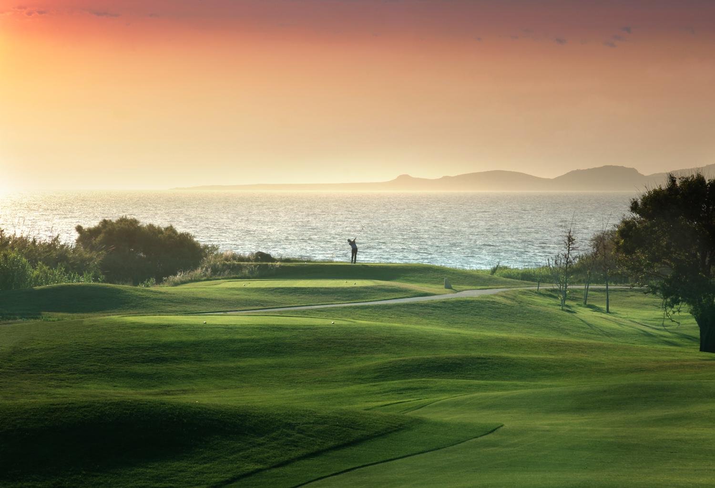 Pole golfowe przy hotelu Westin Resort Costa Navarino