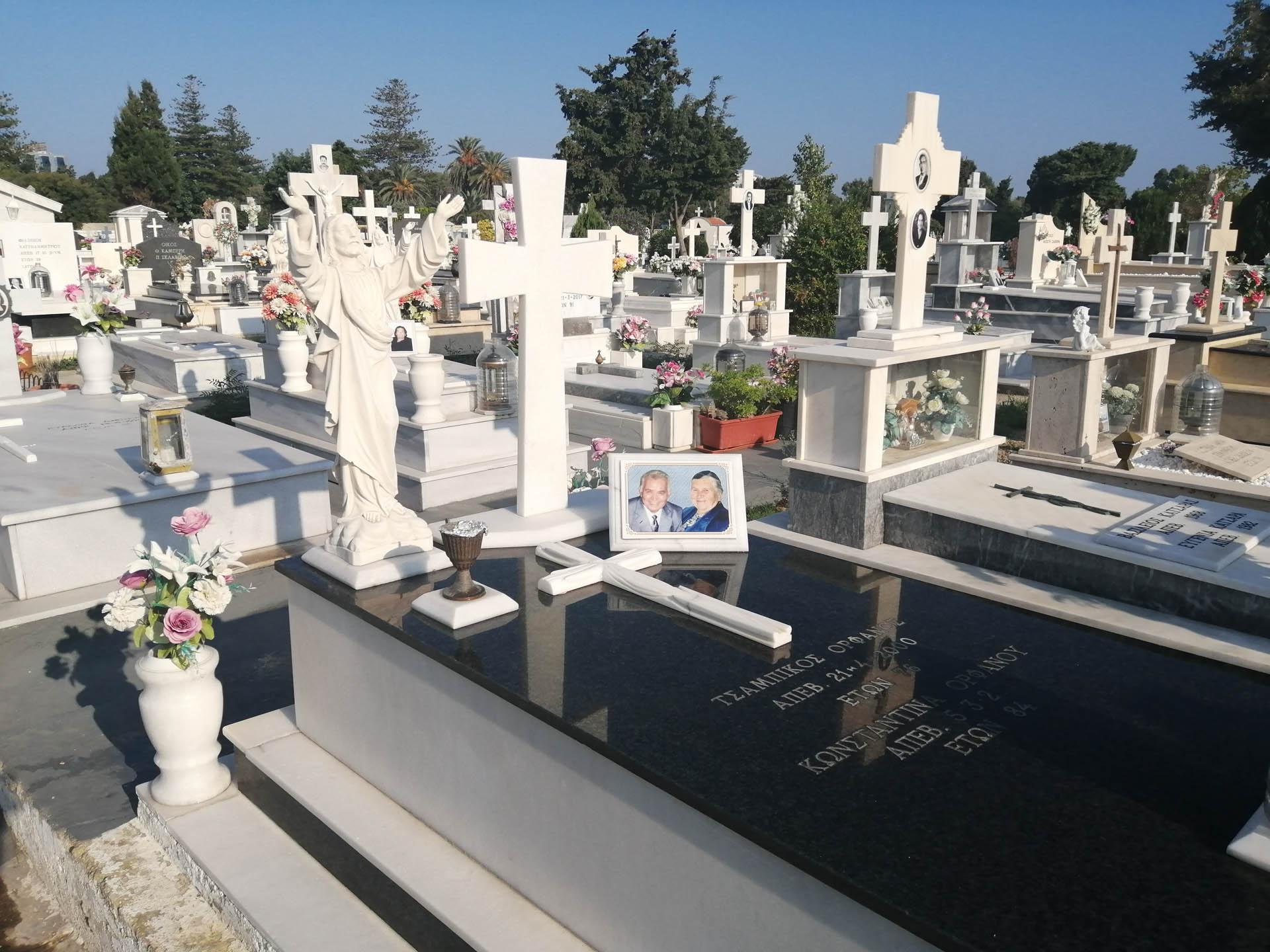 Nagrobek na cmentarzu w Rodos